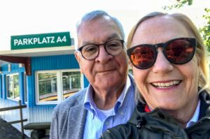 20180628-Ursula H--Ursula und Rene beim Parkplatz