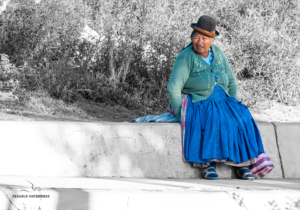 Bolivianerin beim Ausruhen