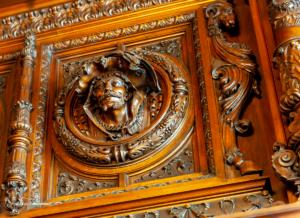 Schnitzerei aus Walnussholz im Palacio Haedo